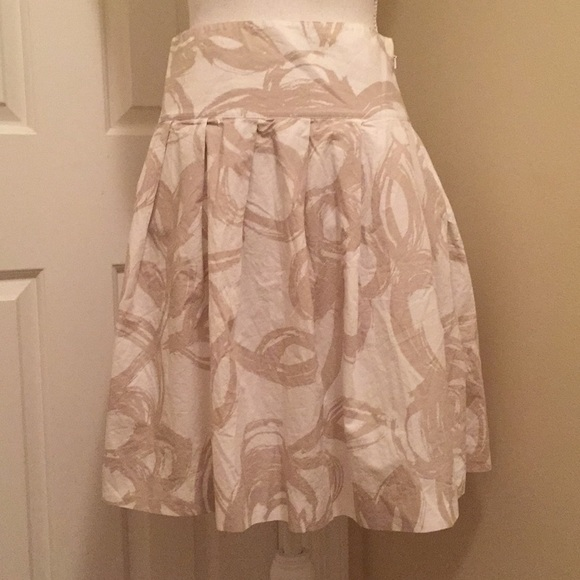 Banana Republic Dresses & Skirts - Banana Republic Pleated Skirt sz 0 white Beige